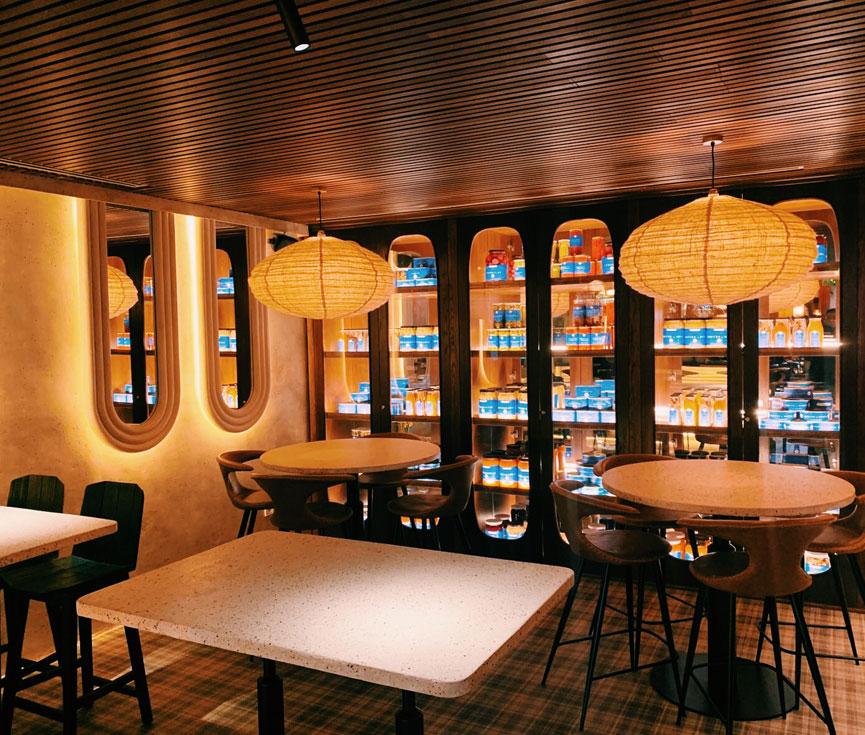 Control de iluminación restaurante Hombre Pez