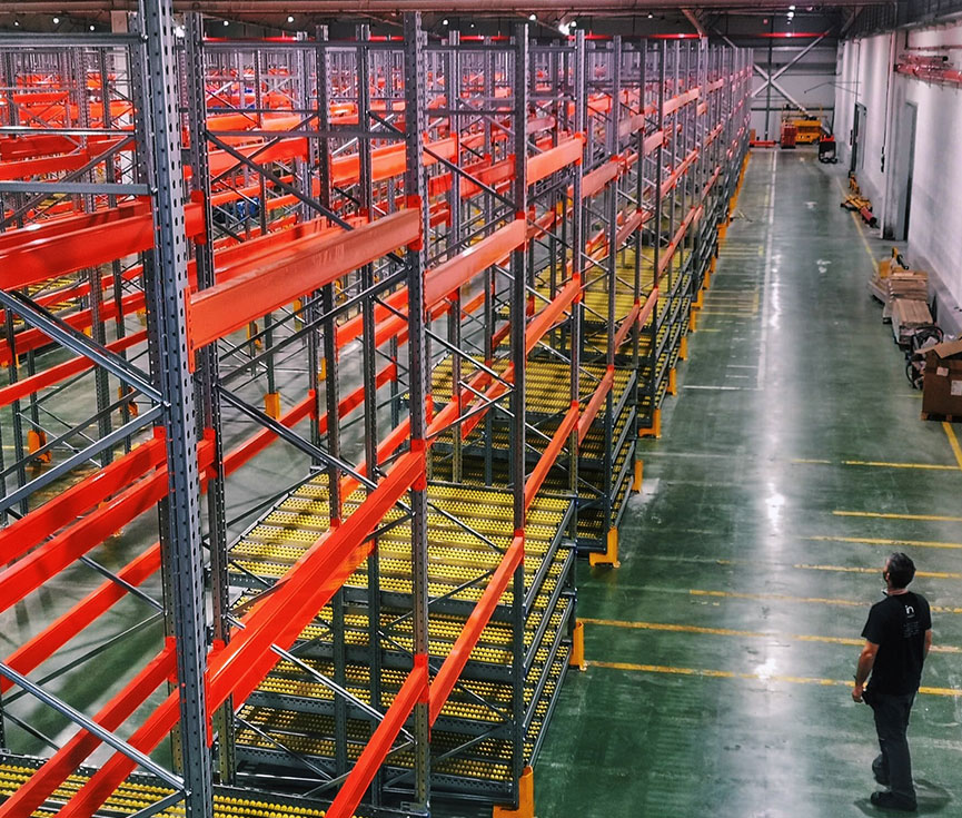 Control iluminación almacén logístico